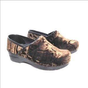 Dansko Brown crush Velvet clogs 36